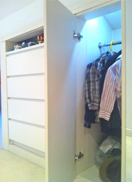 Hanging rail wardrobe for shirts and smarts